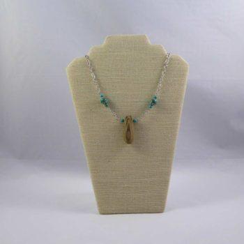 Collier en bois flotté et turquoises