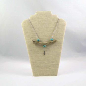 Collier en turquoises et bois flotté